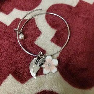 Jewelry - 2/$45 New flower and leaf silver bracelet